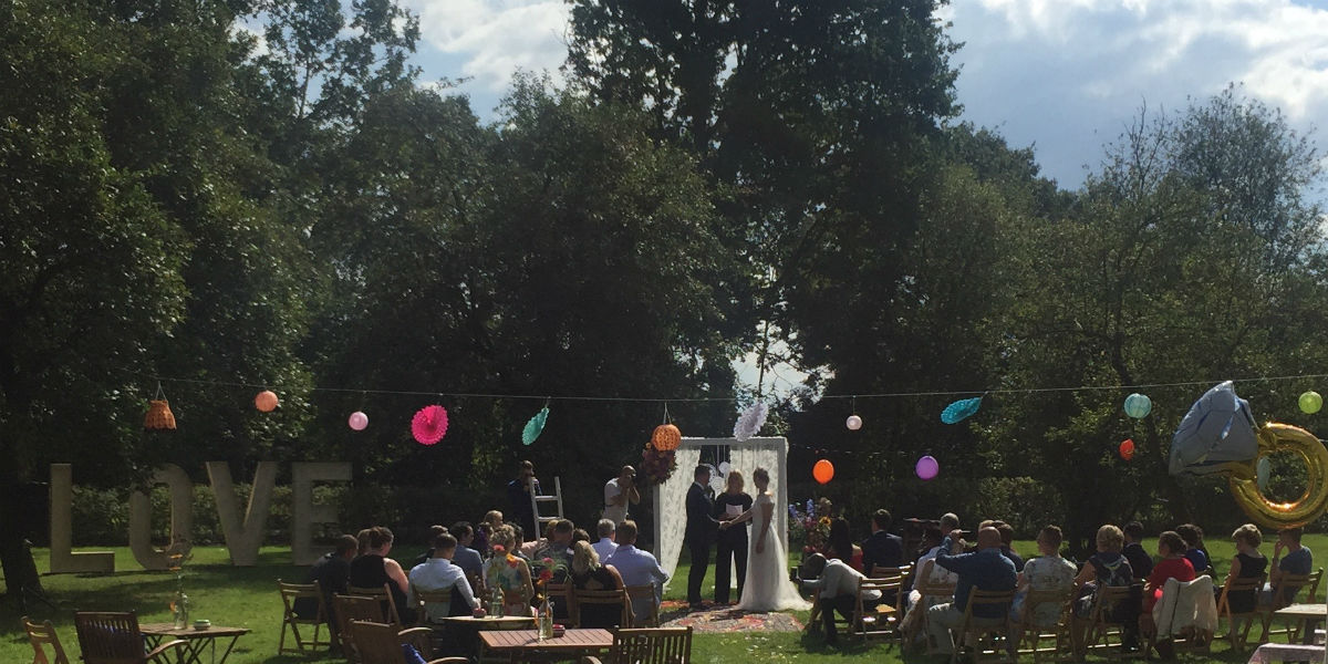 Bruilloft in het park