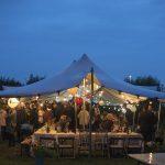 Bruiloft buiten - tent
