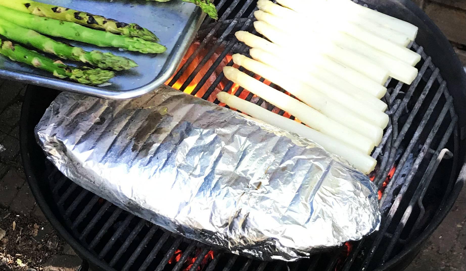 Zalmpakket op de barbecue