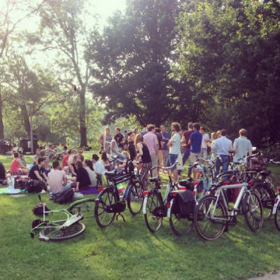 Barbecue sessie in een park in Amsterdam